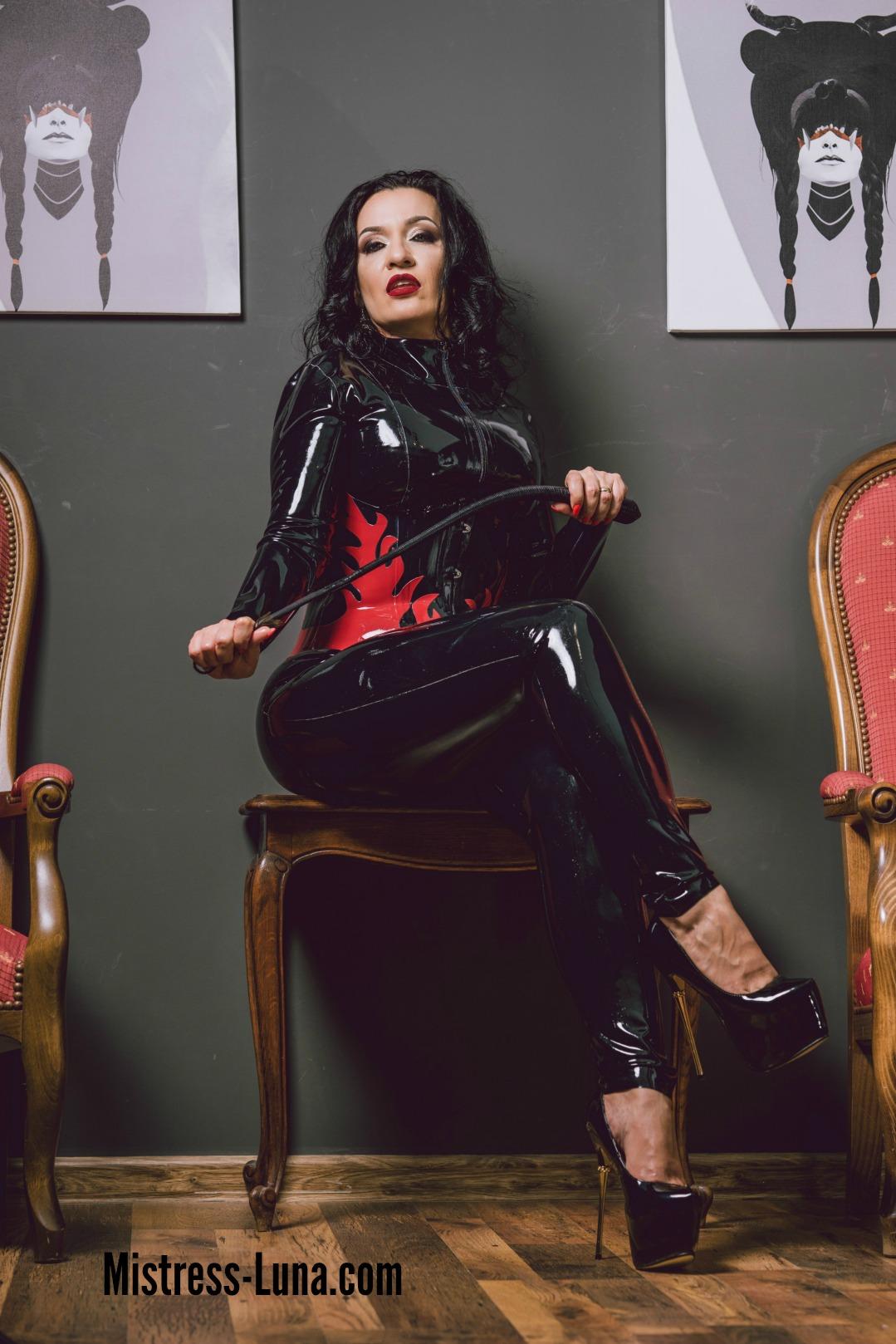 2017-10-MistressLuna